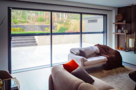 Automatic screens for a living room