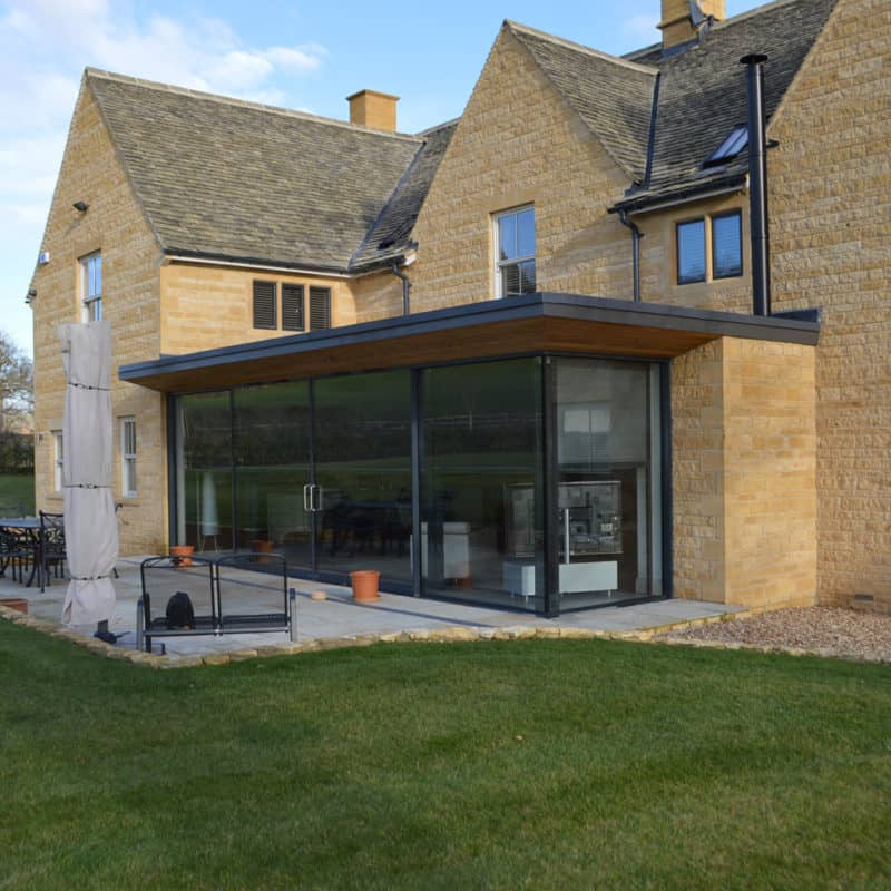 Solar screens for large extension