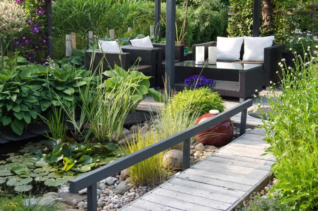 Garden scene with Phantom Pergolas in use