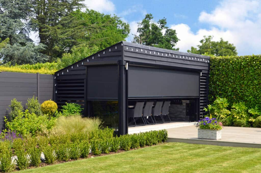 Stylish pergolas with automated screens to redefine your garden spaces